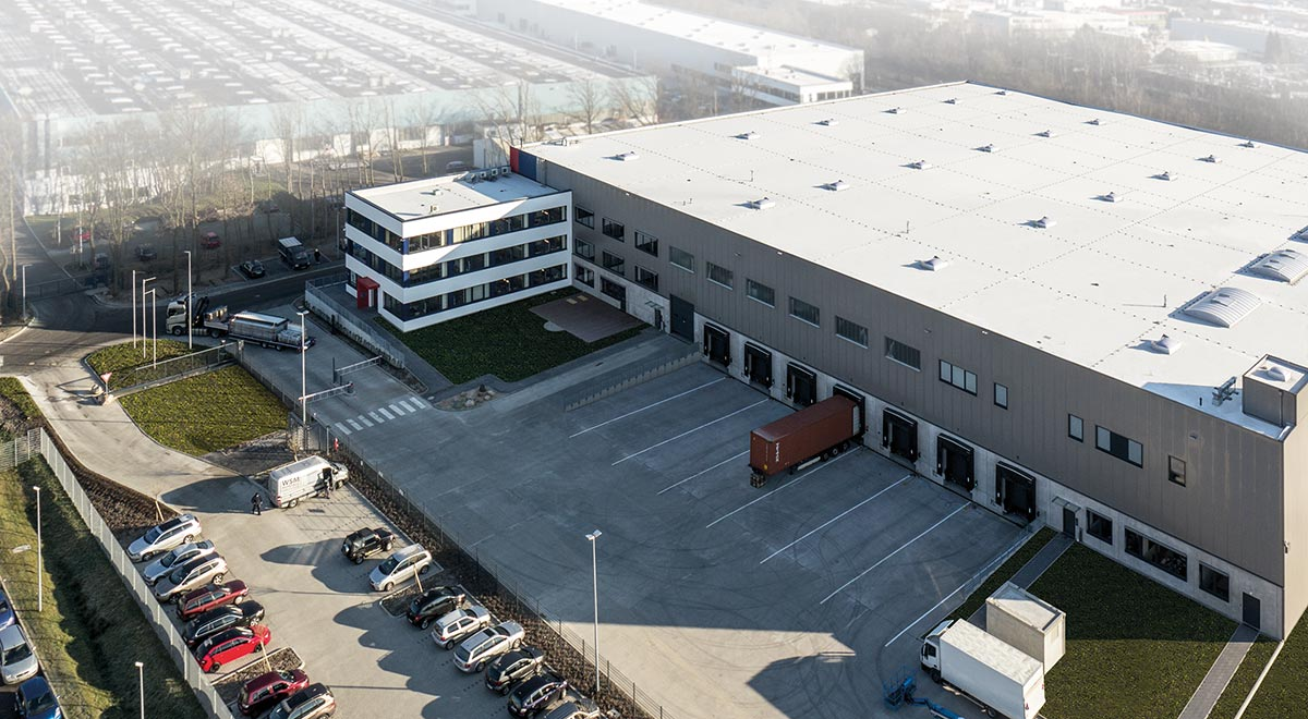 Our state-of-the-art high bay European warehouse located in Glinde on the outskirts of Hamburg